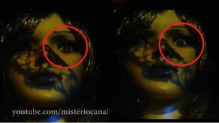 ATERRADOR: maniquí que aparentemente mueve los ojos causa asombro en YouTube