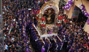 Fieles despiden al Señor de los Milagros en su último recorrido procesional