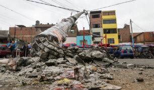 Camión de basura derribó poste en San Martín de Porres