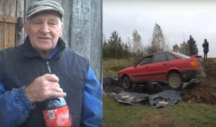 Hombre estrelló su auto en un pozo lleno de gaseosa
