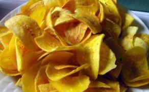 Secretos para preparar crocantes y riquísimos chifles con brochetas amazónicas