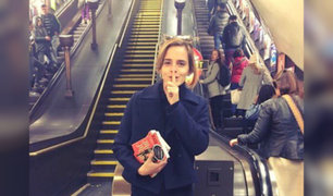 Emma Watson deja libros en Metro de Londres