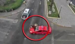 Cámara capta choque entre auto y motociclista en Tacna