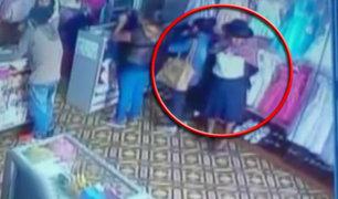 Cámaras captaron a tenderas en tienda de ropa en Ayacucho
