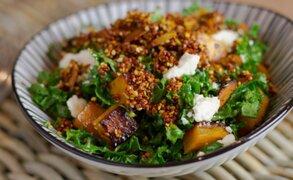 Receta para preparar ensalada de quinua orgánica al estilo griego