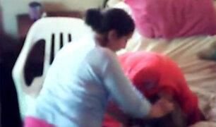 VIDEO: mujer maltrata a anciana que padece de Alzheimer