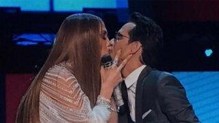 VIDEO: así fue el comentado beso entre J.Lo y Marc Anthony