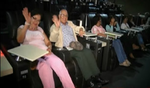Adultos mayores asisten a función de cine para ver 'Calichín'