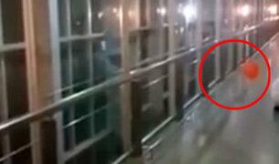 Facebook: ¿Actividad paranormal? Un extraño globo 'persigue' y aterra a trabajadores de hospital [VIDEO]