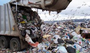 China: hombre arrojó por error 30,000 dólares a la basura