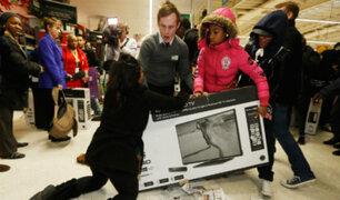 EEUU: clientes abarrotan centros comerciales en inicio del Black Friday