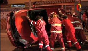 Auto terminó volcado tras accidente en Pueblo Libre