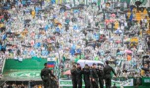 Entre lágrimas despiden a jugadores del Chapecoense en su estadio