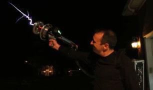 YouTube: Mira en acción un rifle lanzarrayos, probablemente el arma más genial de este 2016 [VIDEO]