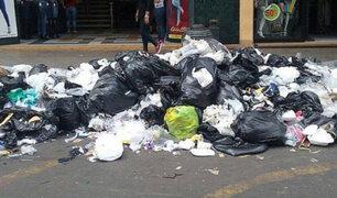Calles de Gamarra amanecieron llenas de basura en La Victoria