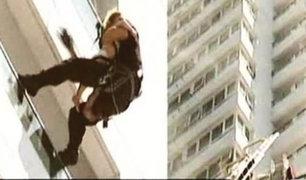 Dramático rescate de una bebé en edificio de 35 pisos en llamas