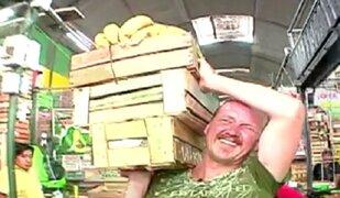 'Gringo Karl': viviendo como cargador de frutas