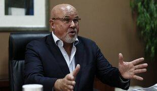 El pecado de Bruce: congresista solicitó policías y patrulleros para su restaurante