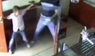 YouTube: Niño karateca enfrentó a ladrón armado y frustró asalto a joyería [VIDEO]