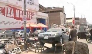 Independencia: mecánicos invaden avenida para convertirla en talleres