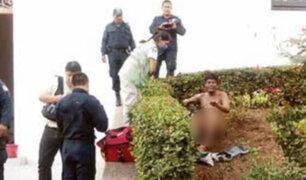 FOTOS: jóvenes golpean y prenden fuego a un indigente