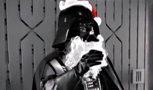 Darth Vader hace el trabajo de Papa Noel