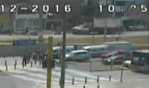 Conductor quedó atrapado tras triple choque en Los Olivos