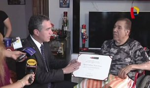 Ministro de Cultura entrega reconocimiento al 'Gordo Casaretto'