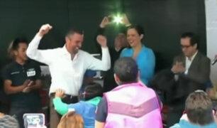 México: senadores bailan de forma atrevida con trabajadores