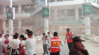 Evacúan Jockey Plaza por incendio cerca del patio de comidas