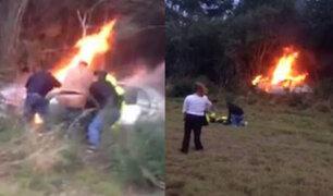 Texas: rescatan a hombre de un vehículo en llamas