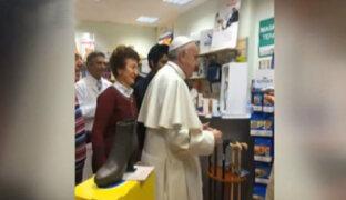 Papa Francisco deja el Vaticano y acude a tienda para comprar zapatos