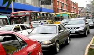 Centro de Lima: congestión vehicular se incrementa a pocos días de la Navidad