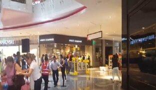 Centro comercial Real Plaza Salaverry se inunda tras rotura de tubería