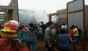 Incendio consumió fábrica de colchones en Cajamarca