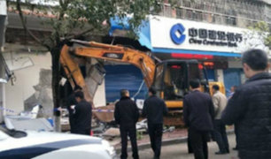 YouTube: detienen a ladrón chino por robar cajero automático con una excavadora