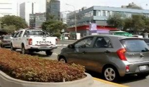 Conductores continúan estacionando sus vehículos en lugares prohibidos