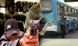 Asalto a bus deja un policía muerto y varios heridos en Los Olivos