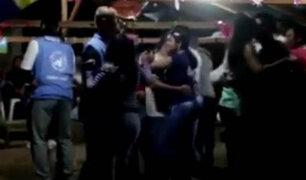 Graban a observadores de la ONU bailando con guerrilleros colombianos