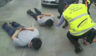 Sujetos atacaron a inspectores para recuperar coasters informales