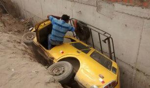 Trujillo: taxista salva de morir tras caer con su auto en zanja