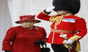 Reino Unido: guardia de Bunckingham estuvo a punto de dispararle a Isabel II