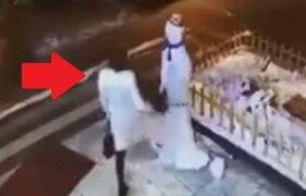 Mujer que 'asesina' a muñeco de nieve recibe doloroso castigo