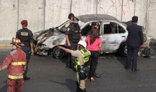 Arequipa: auto se incendió y explotó debajo de puente