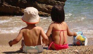 Bebés menores de un año no deberían usar protector solar