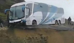 Trujillo: pasajeros salvan de morir luego que bus casi cayera a abismo