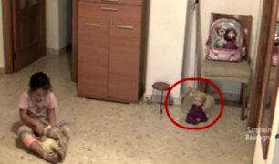 YouTube: niña queda aterrada tras descubrir que su muñeca estaba poseída