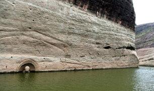 Hallan estatua de un buda de 600 años bajo un río en China