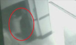 China: hombre muere tras caer por ascensor