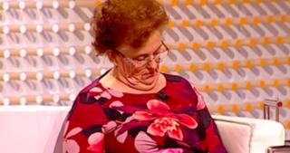 Mujer se quedó dormida durante entrevista en programa de televisión